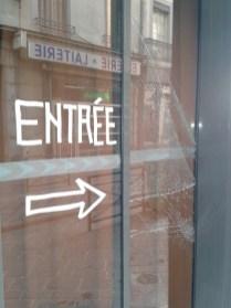 vitre vandalisée - autre restaurant rue Brocherie