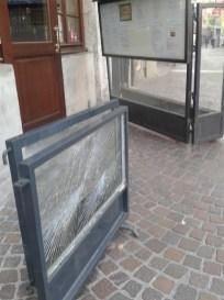 vitre vandalisée - restaurant place aux Herbes