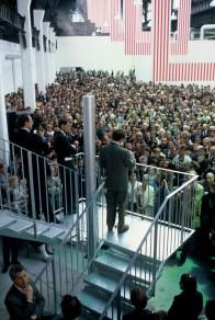 une foule immense de Grenoblois pour inaugurer le CNAC avec François Léotard et Alain Carignon