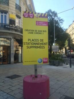Piolle continue à supprimer des places de stationnement comme Destot (PS)