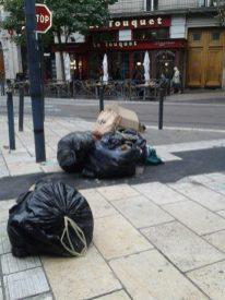 Av. Alsace Lorraine, dans le passage des piétons, pas de concurrence avec l'avenue de la gare