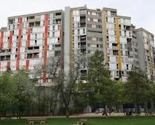 la densité et le déséquilibre entre social/propriétaire et activités n'est pas abordé