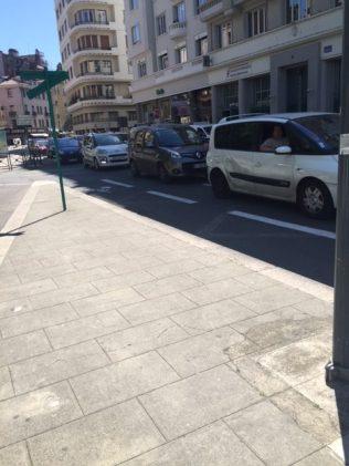 Hier les embouteillages remontaient jusqu'à la rue de Belgrade, Félix Viallet étant à double sens