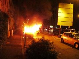 Cours Jean Jaurès après le match de Foot Allemagne/Algérie une voiture brûle