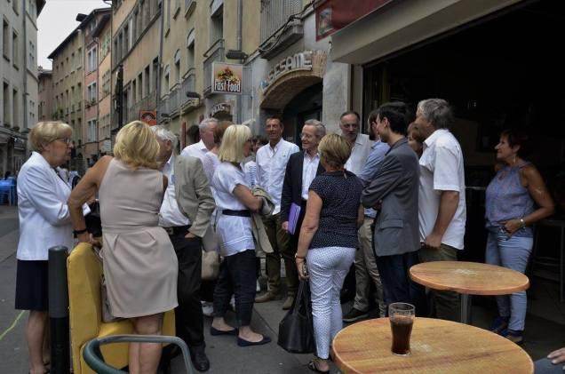Alain Carignon et des collectifs de citoyens rue Chenoise