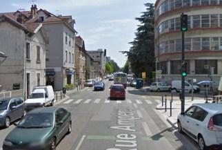 en catimini, cet autre feu pour les piétons a aussi été supprimé rue Ampère