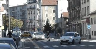 ce 3ème feu piéton a été supprimé rue Ampère