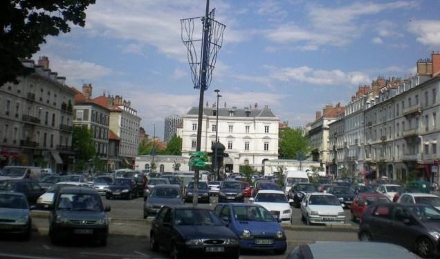 Les places Vaucanson er Léon Martin deviendraient un jardin, avec un vaste parking souterrain d'accès au centre ville