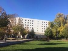 parc Hoche la municipalité a préféré vendre une partie à un promoteur pour construire un hôtel plutôt que de réserver des terrains pour l'école