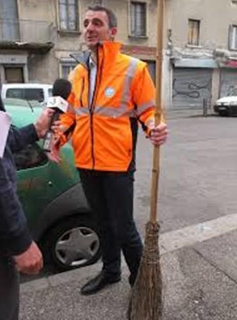 """E.Piolle a décrété """" la mobilisation générale"""" pour laproreté... devant les caméras"""