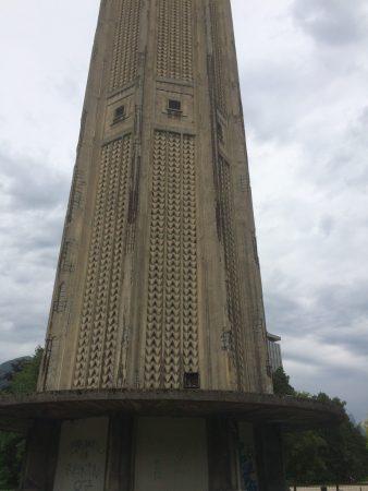 La Tour Perret tombe en morceaux , totalement délaissée