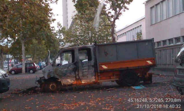 ce camion bloquait la contre allée de l'avenue Reynoard