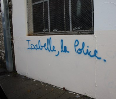 """Une riveraine pétitionnaire est désignée sur les murs à la vindicte populaire sans que cette """" stigmatisation"""" publique n'émeuve la municipalité"""