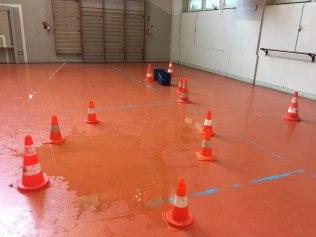 Il pleut dans le gymnase des Trembles à Villeneuve qui doit être fermé les jours de pluie...