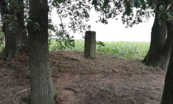 Oude grenspaal op 't heuveltje bij de voormalige Kreuzkapelle