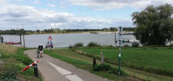 Bij de veerpont bij Millingen aan de Rijn