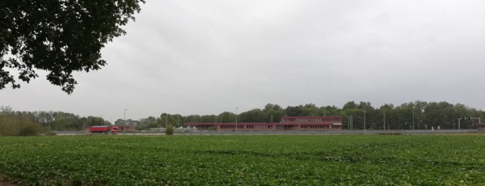 De douanegebouwen aan de snelweg