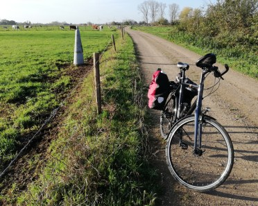 Grenspaal langs het pad naar Urmond