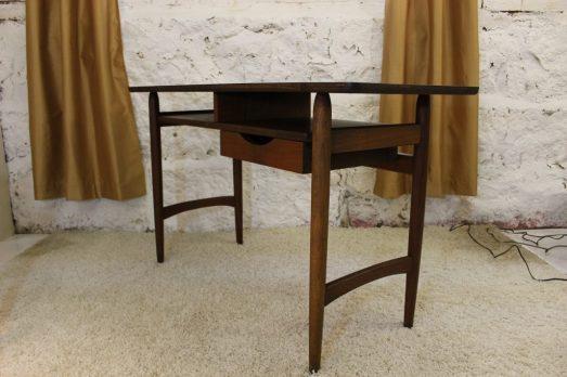 right mid century modern floating desk