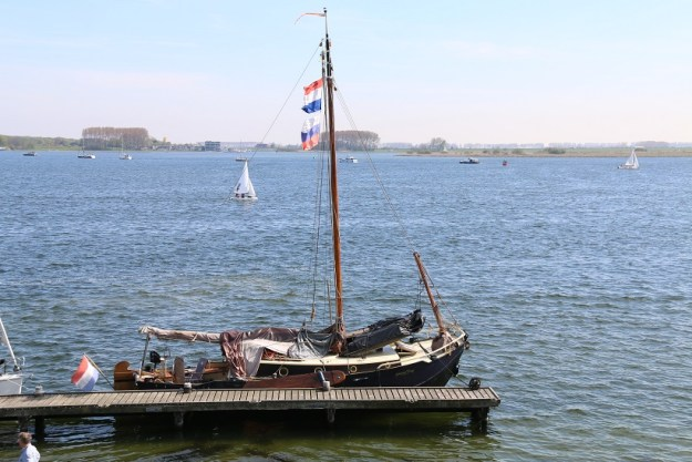 An old-style sailing boat. This looks a lot like the boats carried on the 1th century merchantmen
