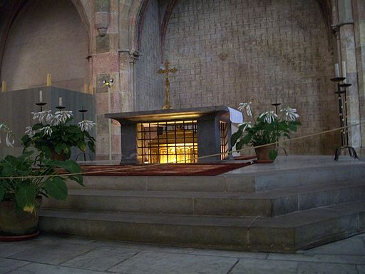 512px-Tomb_of_St._Thomas_Aquinas