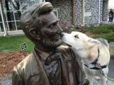 he gave Lincoln kisses
