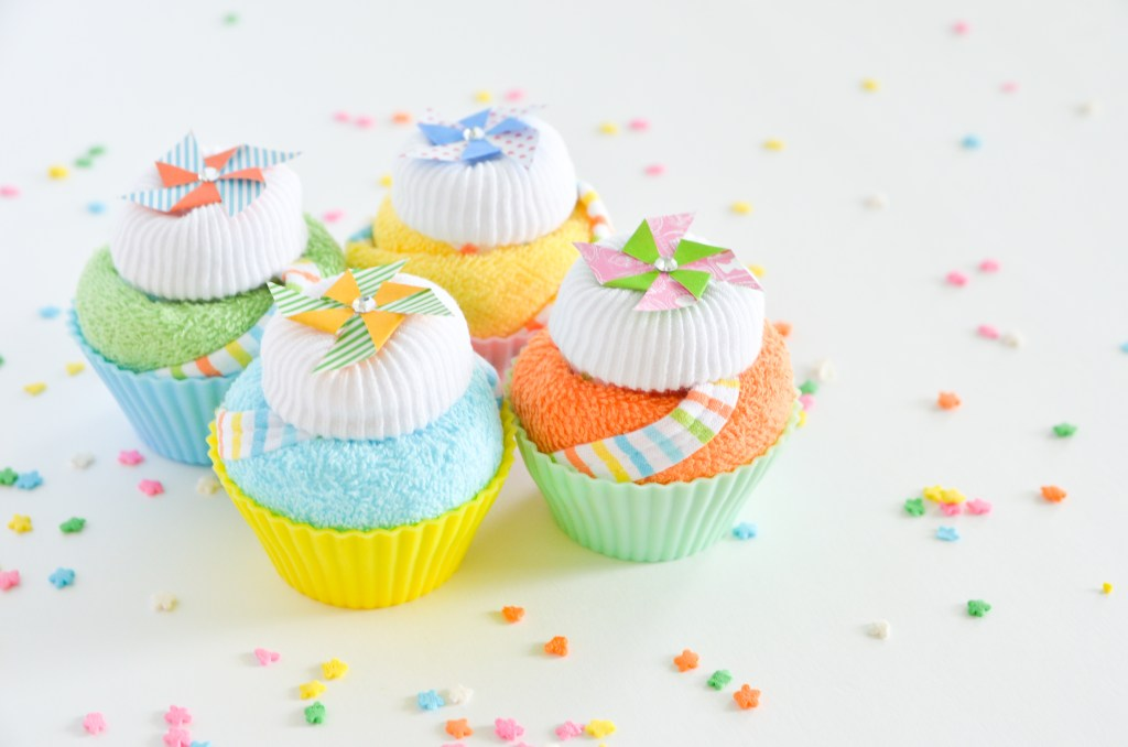 DIY Baby Shower Gift : Washcloth Cupcakes | greyhouseharbor.com
