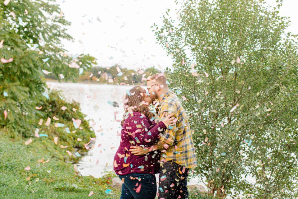 Confetti Kiss during an Session - Ottawa Wedding Photographer - Grey Loft Studio - Wedding in Ottawa -