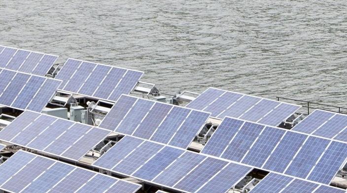 UKs first floating solar energy plant