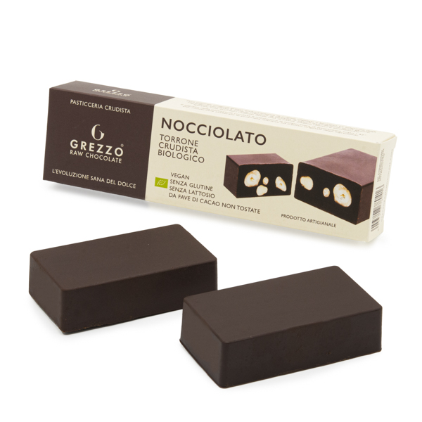 torrone di cioccolato crudo con nocciole