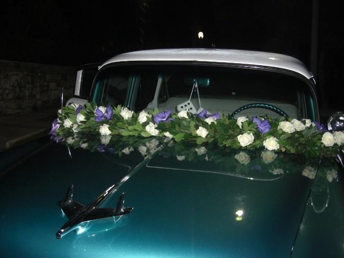 Στολισμός αυτοκινήτου γάμου γιρλάντα με τριαντάφυλλα, ορχιδέα vanda