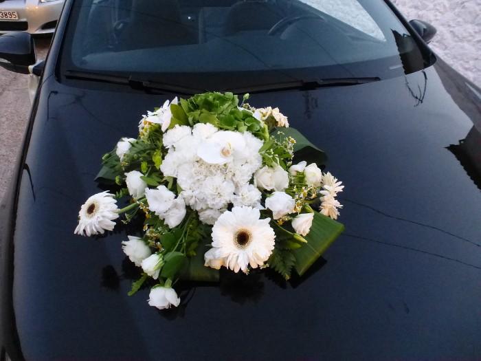 Στολισμός αυτοκινήτου νύφης με ορτανσία, ζέρμπερες, λυσίανθο, τριαντάφυλλα