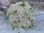 Νυφική με τριαντάφυλλα και λυσίανθο