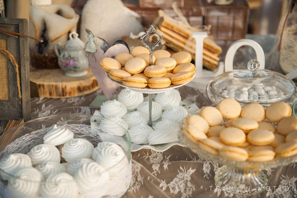 Γλυκά στο τραπέζι ευχών-Διακόσμηση από Ευχές με πεταλούδες