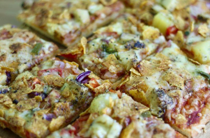 Heimsins besta pizza með pepperoni, feta, piparosti, jalapeno og stökku nachos