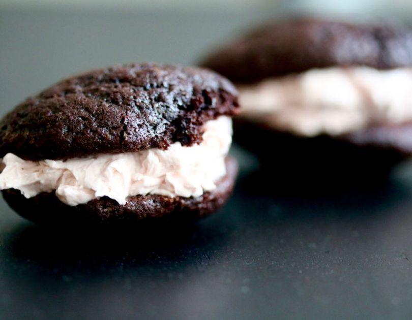 """Súkkulaði """"brownies"""" með vanillusmjörkremi"""