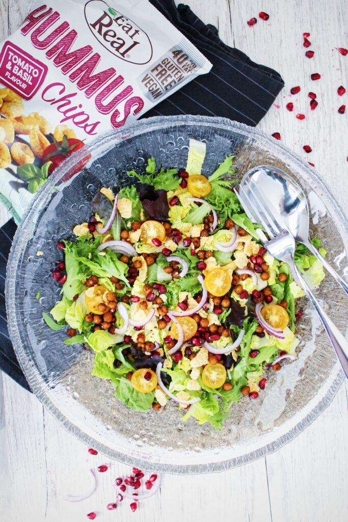 Ferskt salat með stökkum kjúklingabaunum og snakk krönsi