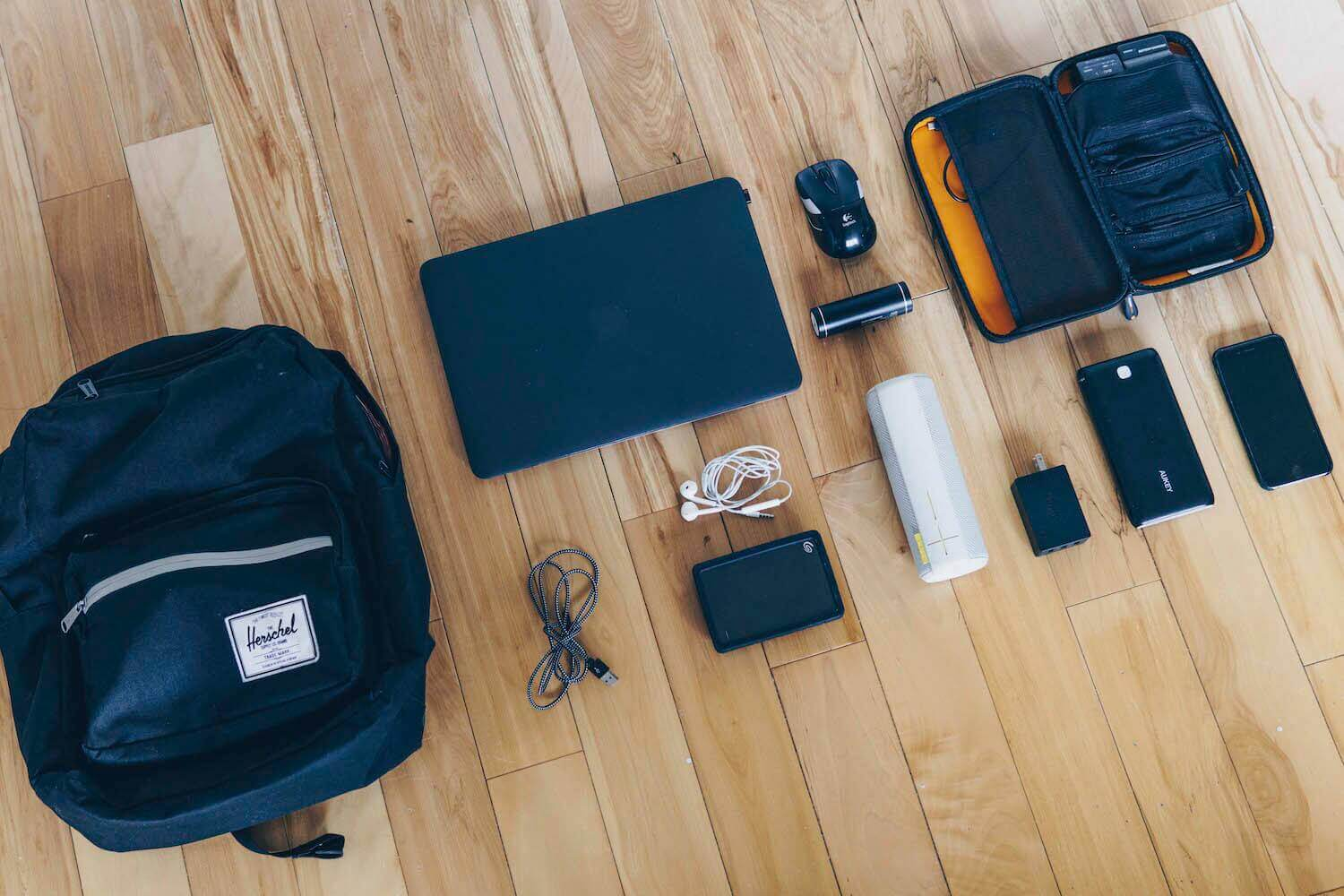 what's in my tech bag - gadget essentials 2018