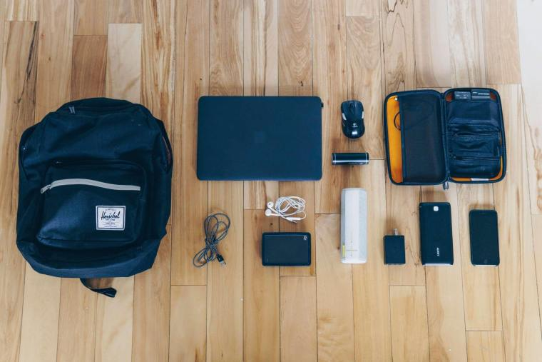 what's in my tech bag - gadget essentials for 2018 knolling