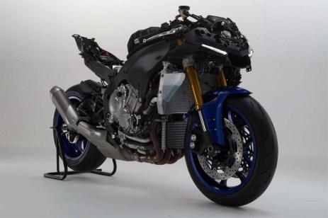 2015-Yamaha-YZF-R1-46
