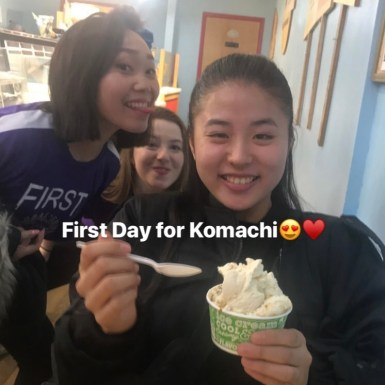 Komachi was eating ice cream with her friends on her first day.