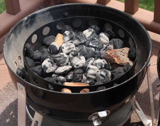 how to light a weber smokey mountain bbq smoker to smoke ribs grilling24x7grilling24x7. Black Bedroom Furniture Sets. Home Design Ideas