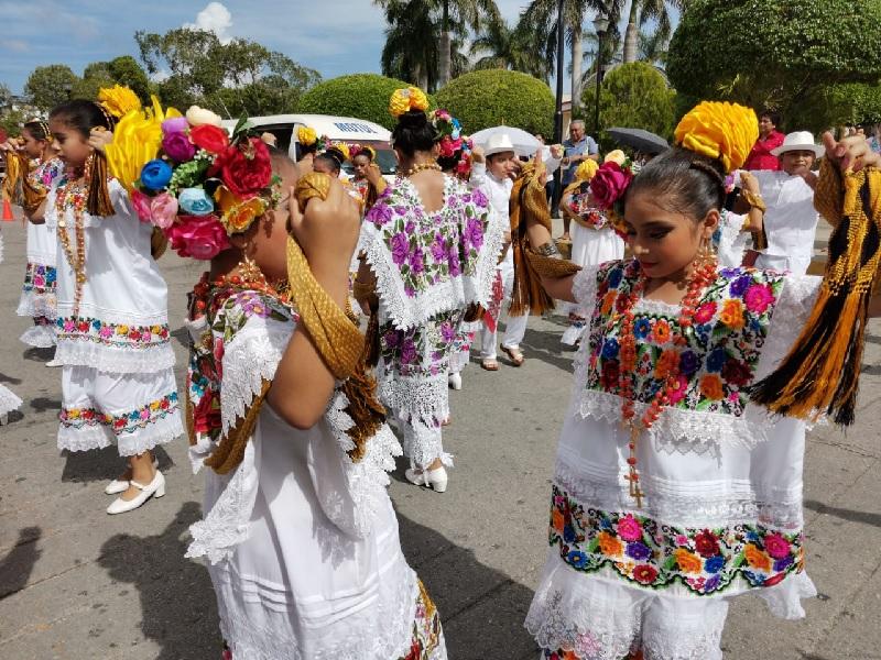 Animado y colorido convite anuncia la tradicional feria en honor a San Juan Bosco