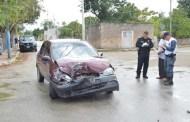 Se pasa un alto y choca contra una camioneta, en Tizimín: no hubo heridos