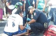 Un mototaxista choca contra una moto, vuelca y cae sobre el pie de un menor