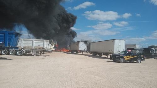 Se incendia un tráiler estacionado, en la carretera Mérida-Umán: no hubo heridos