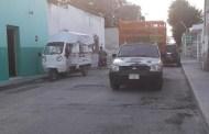 Dzilameños denuncian que por baches en calles del centro, se ponchan sus llantas