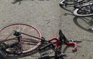 Ebrio, atropella a dos ciclistas y uno de ellos lo golpea con una pala, en Circuito Colonias