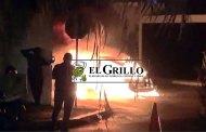 """Se quema un """"volchito"""" estacionado en """"Santa Fe"""", de Ciudad Caucel (VÍDEO)"""
