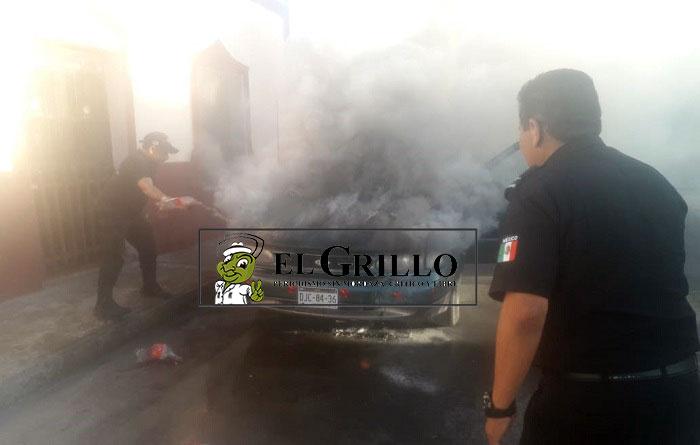 Al panadero se le quema su camioneta Windstar, en Dzidzantún